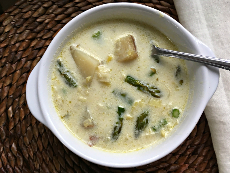 Asparagus chowder with leeks and potatoes