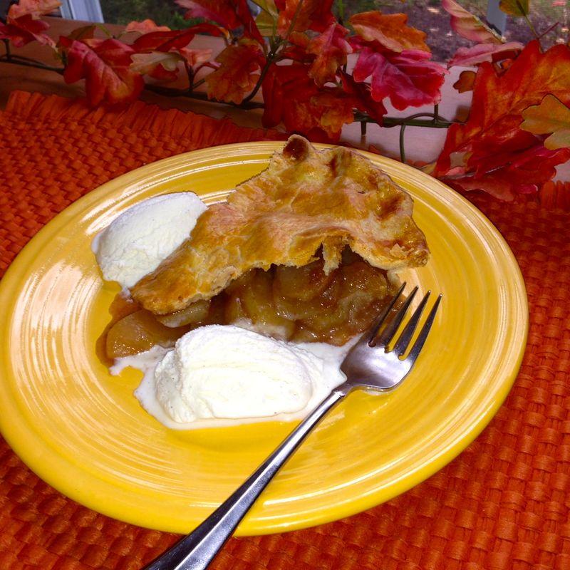 Hot apple pie and vanilla ice cream
