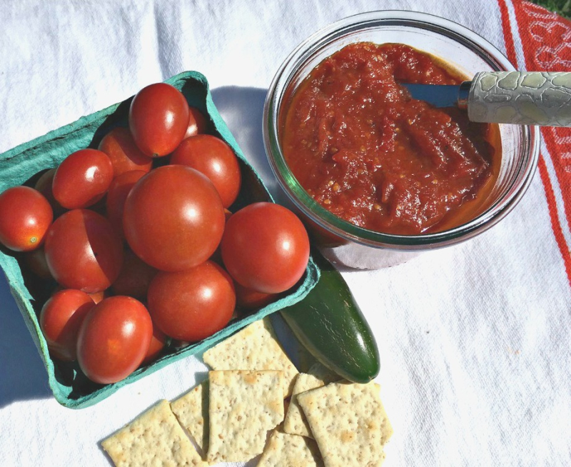 Tomato jam with chili peppers and grated ginger